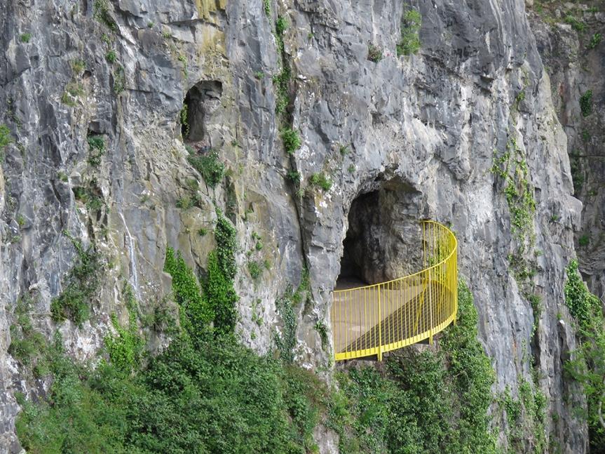 Giants-Cave