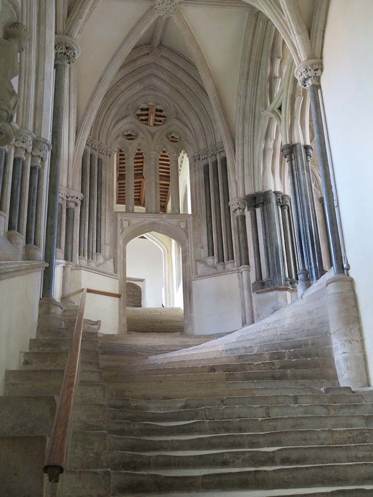 11_Wells-Cathedral_chapter-house-stairs_10