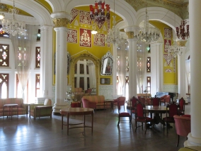 The palace interior is beautiful. The residence is still in use by the royal family, decendants of the King Chamaraja Wodeyar, of the former Kingdom of Mysore.